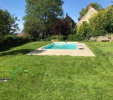 2e été avec la piscine, on en profite mieux, Merci Julien Rousseau pour le gazon ! mais la forte chaleur aura eu raison des jeunes pouces !