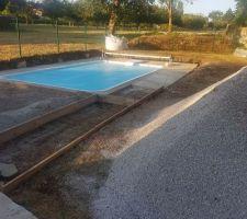 Toujours les abords de la piscine ..