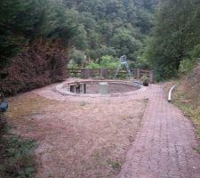 Point de départ du projet: un bassin diamètre 4,5m x 1m.