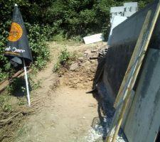 Le terrassement du bac de débordement avance petit à petit.