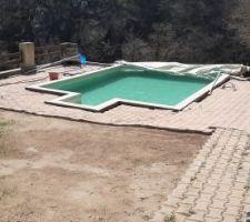 Avril, le beau temps est de nouveau parmis nous. Il est temps de préparer la piscine pour cette saison. L'hivernage actif s'est très bien passé.