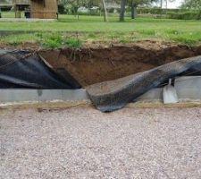 Démontage et remontage d'un mur, à cause de la poussée de la terre durant l'hiver