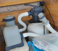 Pompe Intex 4.4m3 en entrée du filtre à sable 6m3/h