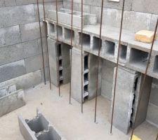 Vite fait, la banquette de 50cm de profondeur sous 35 cm d'eau pour utiliser le probable fond de toupie lors du coulage des murs.