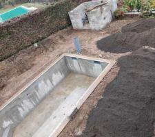 Fin de la phase de remblaiement. Les deux terrassiers de chez Dimilo ont été top : Un chantier propre, une équipe sympa.