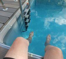 L'eau est encore un peu fraiche mais je ne résiste pas, je trempe au moins les pieds.