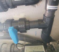 Derivation du refoulement dans le local technique avec vanne d'arrêt
