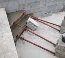 Escalier, marches de 33 cm de haut.
