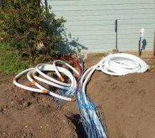 Pose des tuyauteries et gaines électrique vers le local technique