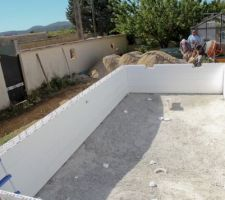 Autoconstruction piscine ma onn e dans le gard les for Autoconstruction piscine beton
