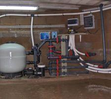 Voici l'installation de filtration et traitementen cours de pose, matériel ASTRAL POOL.