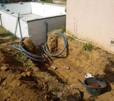 Préparation de la 1ere dalle du local technique avec passages des tuyaux