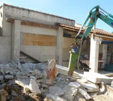 Demolition de la partie de la cuisine d'ete