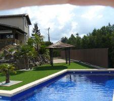 Voici notre piscine maçonnée avec pvc armé bleu marine ...