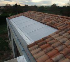 Couverture de la piscine avec des plaques de polycarbonates sur les 2 pans de toiture. A  Didier(dit pastaga)