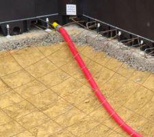 Le ferraillage du radier est lié au ferraillage des blocs (épingles)