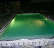 La piscine la nuit.