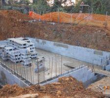 Murs banchés en cours pour but final de 150 cm de haut