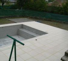 Maintenant avec les dalles de terrasse; rustique bullée pierra