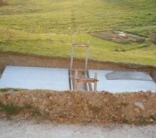 Les deux dalles sont coulées, mise en place des berceaux dans du sable (on ne les a pas mis dans le béton, car la notice n'était pas très claire au niveau des mesures...