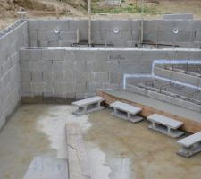 piscine en autoconstruction terrasse bois les photos de la piscine. Black Bedroom Furniture Sets. Home Design Ideas