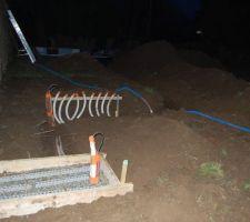 Emplacement de la pompe à chaleur et du futur local technique...photo de nuit car en hivers...il fait vite nuit