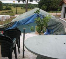 On couvre pour la pose du liner car c'est couvert et il y a risque de pluie.