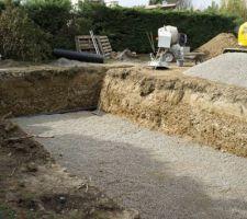 Radier et puits de décompression (tuyau noir au fond relié au puits de décompression)