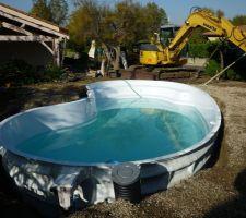 Enfin une piscine les photos de la piscine for Tuyau piscine noir