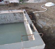 On a déjà commencé à remplir la piscine grace à la pluie!