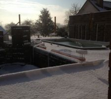 Possible que ce soit la seule et unique fois que notre piscine d'interieure connaisse la neige...