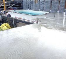 Demain on fait le plancher pour protegerla piscine