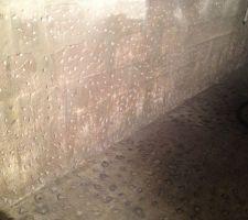 Mur du local technique après le martelage, pour que le cuvelage accroche
