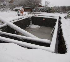 Piscine sous la neige. pompage des 4 compartiments depuis ce week-end l'eau avez monté de 10 CM.