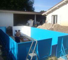 Montage avec 2 amis artisans de notre 8x4  aquadiscount  sur dalle  beton fibre  ....
