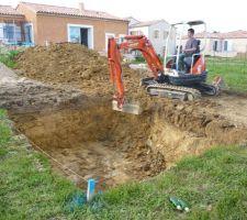 Voila, on attaque le terassement, ca a peut etre pas l'air, mais ca fait déjà beaucoup de terre !!!