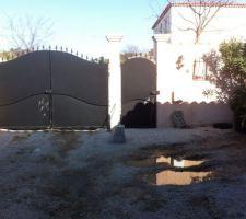 Entrée du jardin défoncé par le camion du terrassier