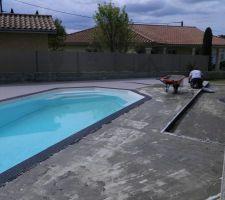 Application de la résine grise sur toute la terrasse.