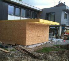 Construction de l'extension garage, piscine juste à droite ..... non couverte encore sur cette photo ...