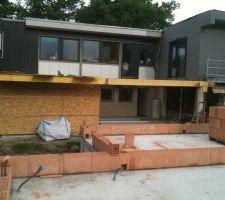 Piscine couverte   garage, photo prise dans les futures maisons en cours de construction ... :(