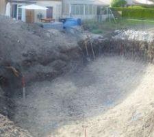 Le trou est impressionnat mais pas autant que le tas de terre : 2.5m de haut